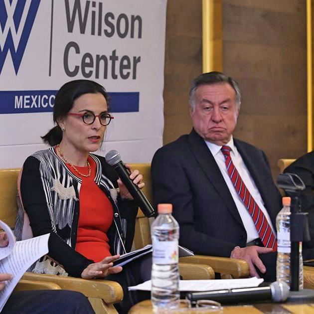 Alejandra Palacios, comisionada presidenta de la Cofece; y Guillermo Funes, presidente de la Canifarma.
