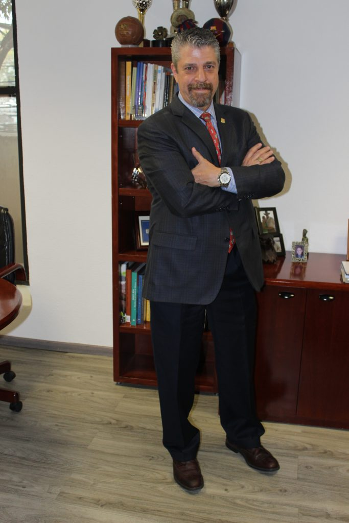 """""""El farmacéutico es un sector con puestos de alto perfil profesional, pues más de 55% de sus colaboradores cuentan con licenciatura, maestría o doctorado"""": Rafael Gual Cosío, director general de la Canifarma."""